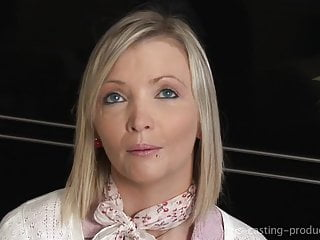 Emilie superbe MILF francaise en casting debutante