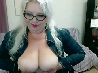 Live Chat with SonyaHotMilf.