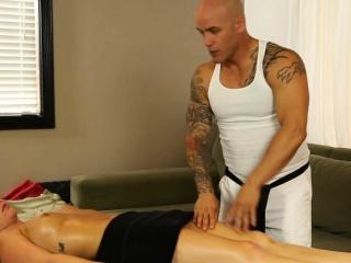 Sexy babe blows masseur