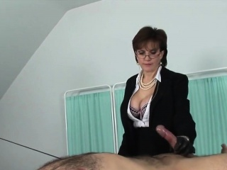 Unfaithful uk milf lady sonia exposes her huge breasts31fhX
