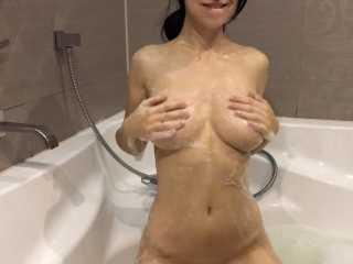 Hot girl takes a bath and masturbates - Mini Diva