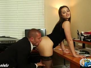 Hottie Dani Daniels gets bubble ass licked