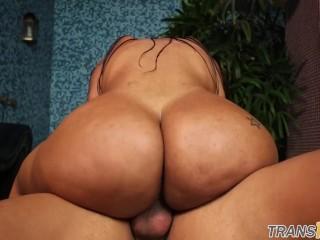 Dickriding trans beauty sucking hard cock