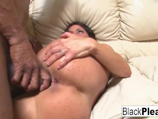 Busty MILF Mahina wants all the black dick