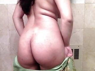 Paki hijabi ex stripping out of salwar kameez