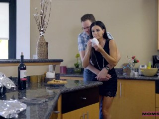 Moms Hot Pie - Logan Long