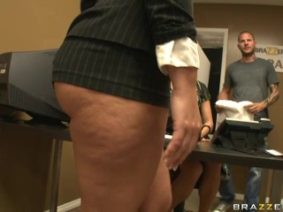 Flower Tucci massage