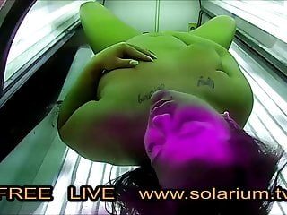 BBW fat Girl masturbates in Live Voyeur solarium.tv