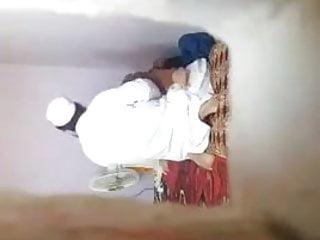 Mora9ii w imam ynik fi meraa de 32 ans