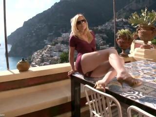 Sunlight home to Positano - Kala Ferard