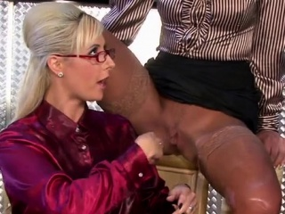 Stunner lets her piss run before riding a hard ramrod wildly
