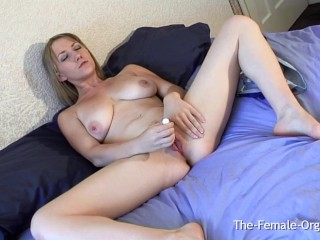 Blonde Femorg Babe Gets Wet Spot As She Vibes Her Fleshy Pussy to Orgasm
